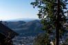 八幡御嶽神社着・・・前方に龍崖山が見えます