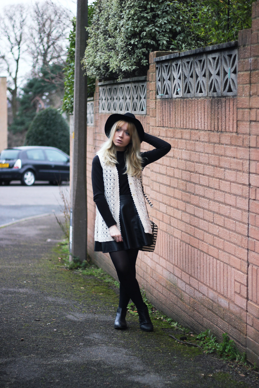 1-crochet-waistcoat-outfit, fashion-blogger-style, boho, mod
