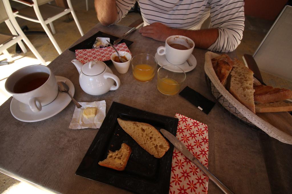 provence village chateauneuf du pape campsite art de vivre breakfast