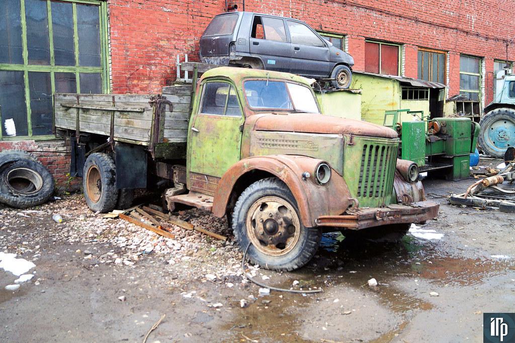 Диск правого переднего колеса — единственный «родной», сохранившийся на машине