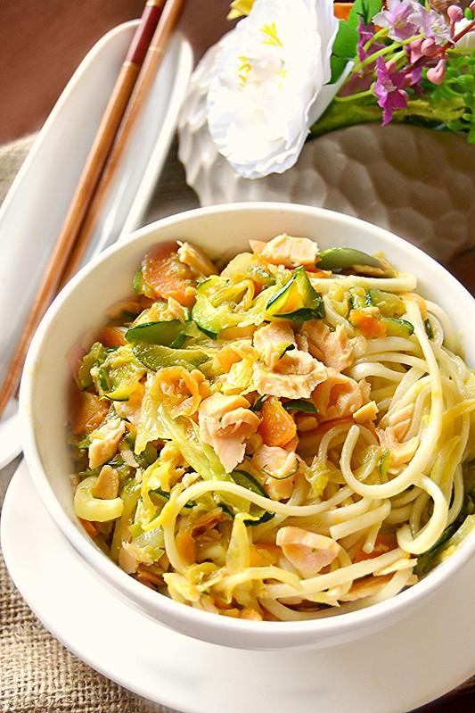 Dolci a go go: Cucine dal mondo/Noodles con verdure saltate e salmone