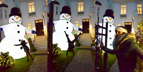 Belén abrazando a un muñeco de nieve en una propiedad privada de Hamburgo