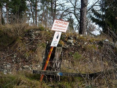Achtung - Steinbruch / Attention - quarry