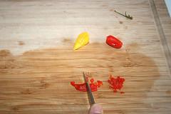 17 - Chilis zerkleinern / Mince chilis