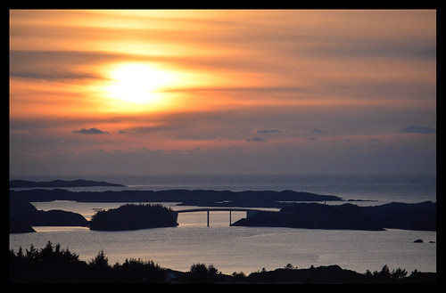 bømlo hiskabruno hiskabrua hiskabruo seascape bridge sunnhordland december evening sunset sky sea ocean hav havet island islands islet islets tuesundet hallerakerosen himmel sun solnedgang hordaland norge norway norwegen ranveigmarienesse ranveignesse soleglad pics photographs paysage pictures photos images bilder visitsunnhordland photography sonnenuntergang vesturskin solnedgong tuvesundet