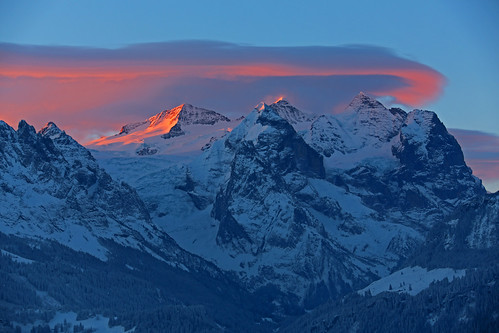 clouds sunrise airplane switzerland morninglight glacier gletscher bernese secondworldwar oberland wetterhorn snowcountry morgenlicht hasliberg hangingglacier foehn strongwinds rosenlauigletscher gauligletscher gauliglacier föhntag rosenlauiglacier eigergroup foehnstructuredclouds rosenlauihorn