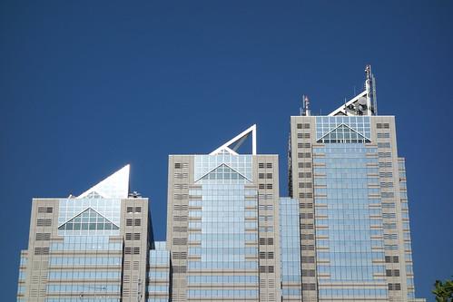 """Shinjuku_11 """"新宿パークタワー"""" の上部の写真。 西側の遠方からの撮影。"""