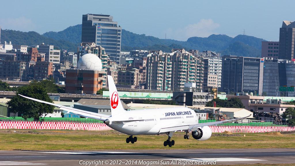 B787-8 JA832J-10