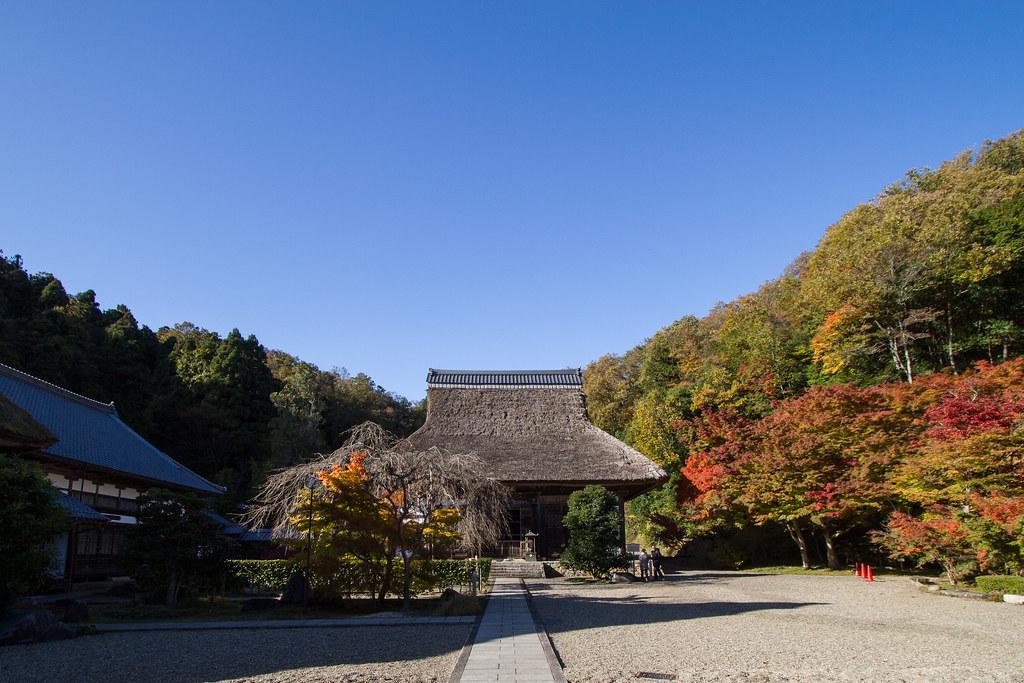 茅葺き屋根のお寺さん