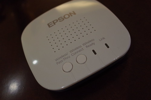 EPSON wireless mirroring adaptor 01
