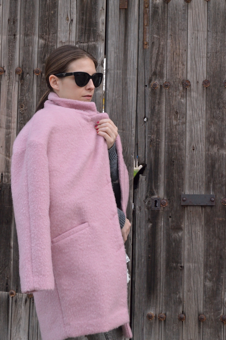 lara-vazquez-madlula-style-look-outfit-pink-coat