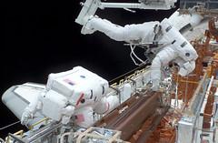 Astronaut John M. Grunsfeld and Richard M. Linnehan EVA