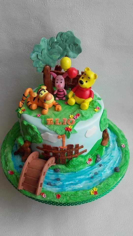 Winnie the Pooh and Friends Cake by Anna Pachacz