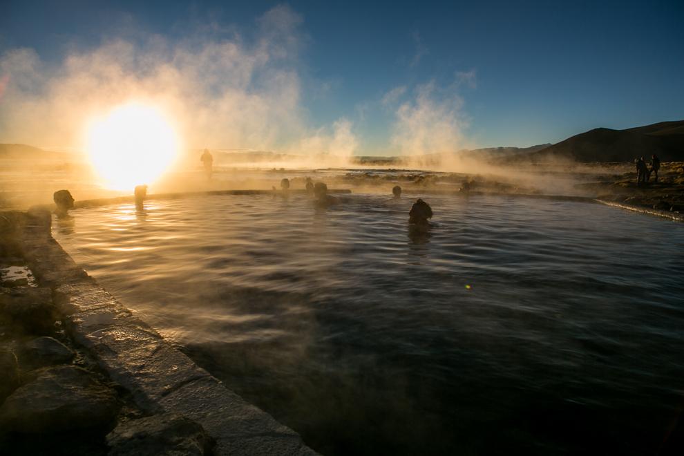 En esta zona volcánica donde se encuentra la Laguna Chalviri a unos 4300 metros sobre el nivel del mar. La laguna se caracteriza por tener una intensa actividad volcánica y fumarólica, así como aguas termales y está ubicada en la provincia de Potosí. (Tetsu Espósito)