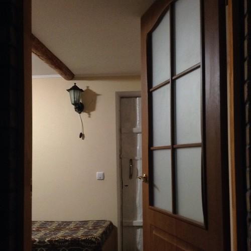 Вид с подушки из спальни летнего домика)). А ведь еще весной эта домушка совсем разваливалась! #частнаяжизнь  #старыйкрым