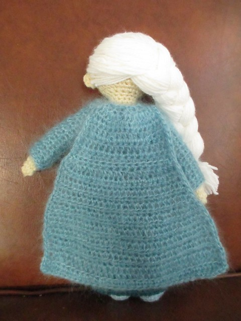 Free Crochet Pattern Elsa Cape : Fluid Motion: [crochet] Elsa doll