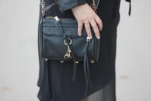 outfit-fashionblog-rebecca-minkoff-mini-mac-tasche-bag-schwarz