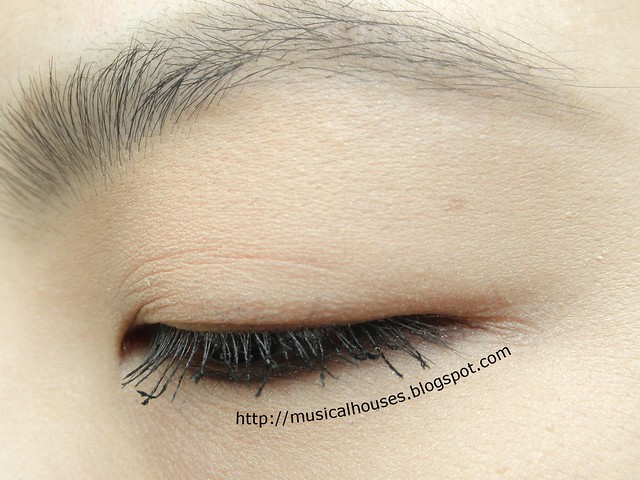 Clio Salon de Mascara Finger Cara 003 Side