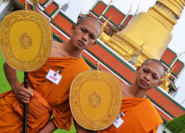 Jóvenes budistas del Gran Palacio de Bangkok