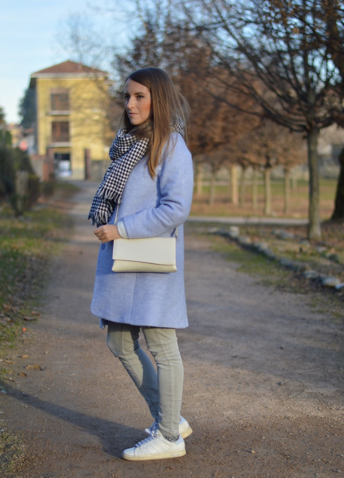 sciarpa pied-de-poule, cappotto azzurro, outfit, look, wildflower girl, Zara, Stan Smith, come abbinare le Stan Smith (13)