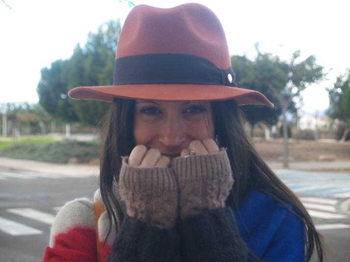 Outfit: Capa y sombrero
