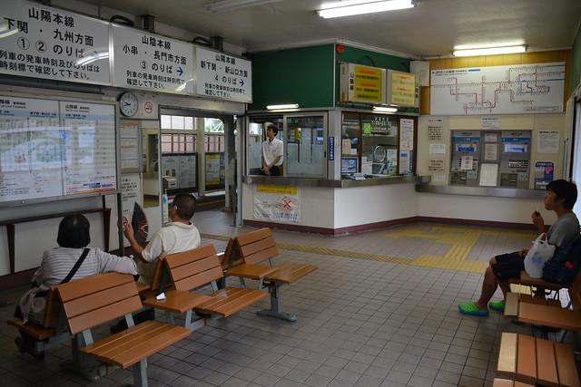 幡生駅:駅舎内