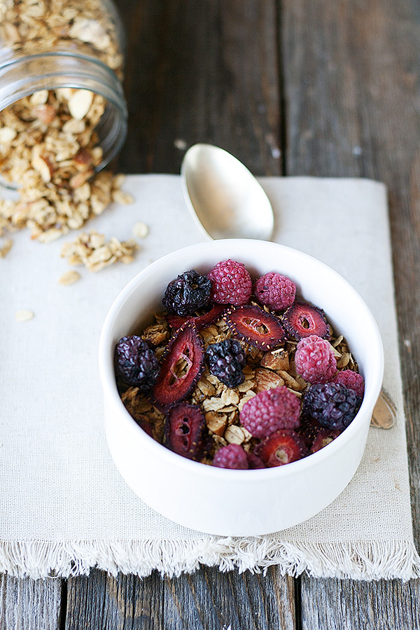 granola with mixed berries | wellfloured.com #granola