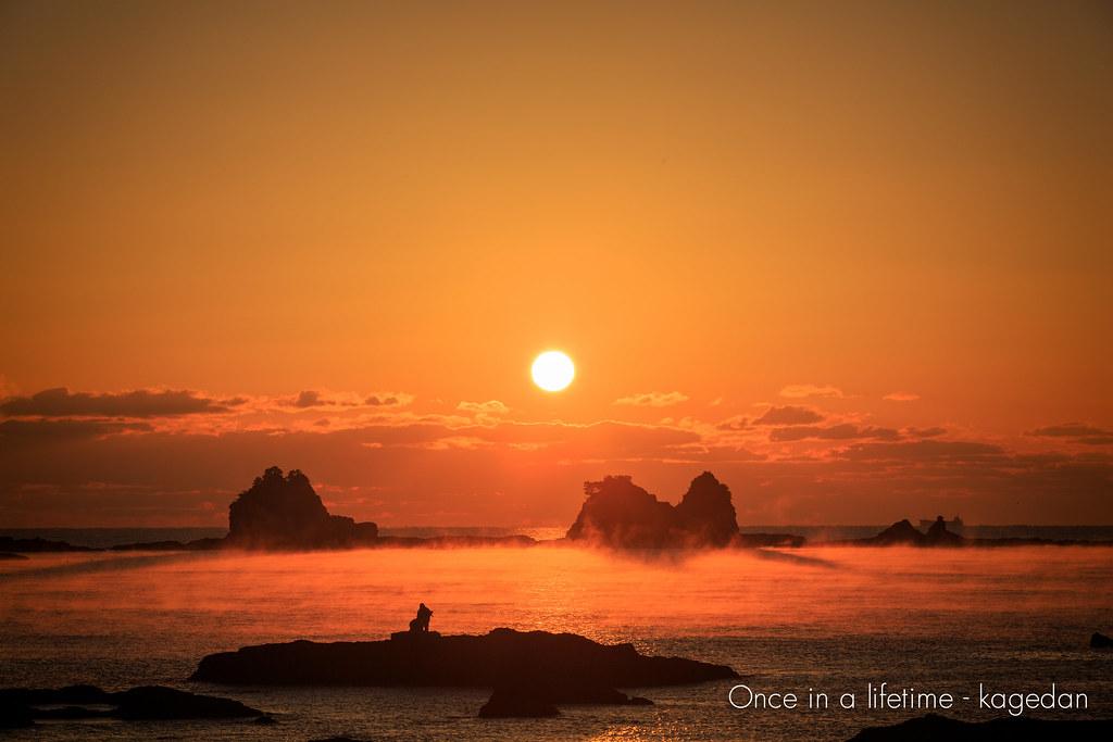 暁紅の海霧