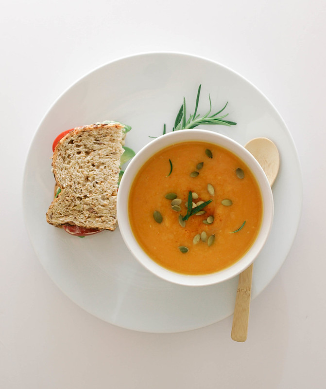 THE SIMPLE VEGANISTA: ROASTED BUTTERNUT SQUASH SOUP