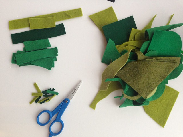 Wreath ornament tutorial with felt scraps