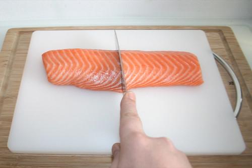 28 - Lachsfilet halbieren / Half salmon filet