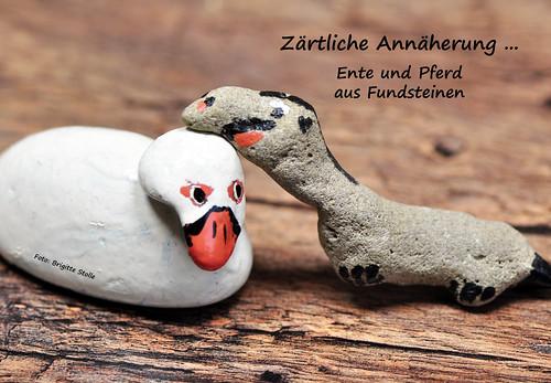 Steine Kieselsteine Flussteine Fundsteine Rhein Neckar basteln Ente Pferd zärtliche Annäherung Begegnung Foto Brigitte Stolle