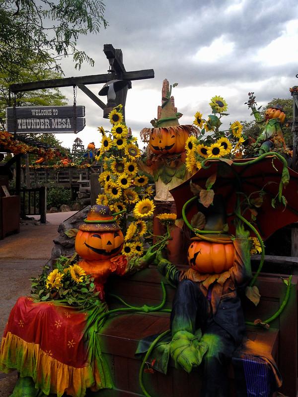 Frontierland Halloween Scarecrows
