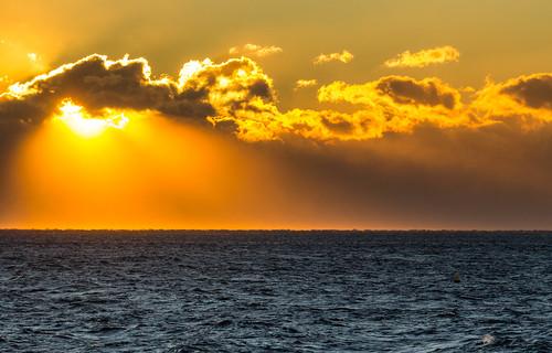 red sky mer france canon rouge soleil lumière horizon coucher ciel provence nuage méditerranée littoral sudest 60d