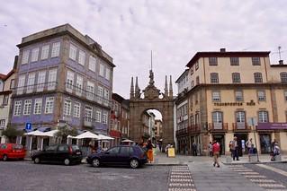 Image of Arco da Porta Nova. biketouring bicicleta fourdaybiketour portugal northofportugal braga