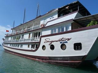 Barco de Signature Cruises con el que hicimos el crucero en la Bahía de Halong (Vietnam)