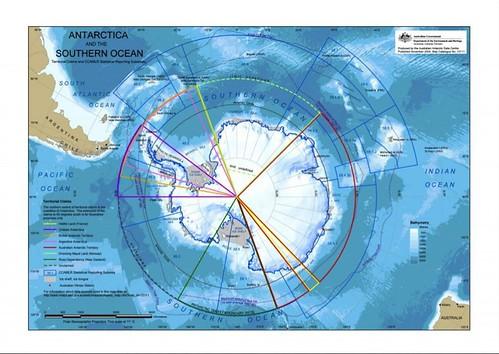 圖說:南極洲的土地宣稱地圖。包括阿根廷,澳大利亞,智利,法國,紐西蘭,挪威和英國的七國,都在南極洲宣稱了領土所有權。美國不承認任何這些說法,也還沒有提出宣稱。