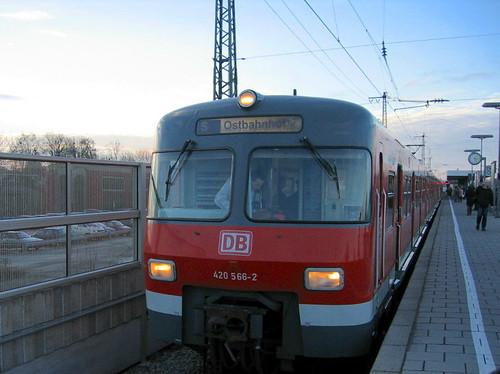 Letzter 420-Linieneinsatz auf den S8-Verstärkerzügen nach Olching am 3. Dezember 2004 (Bild: Michael Greger)