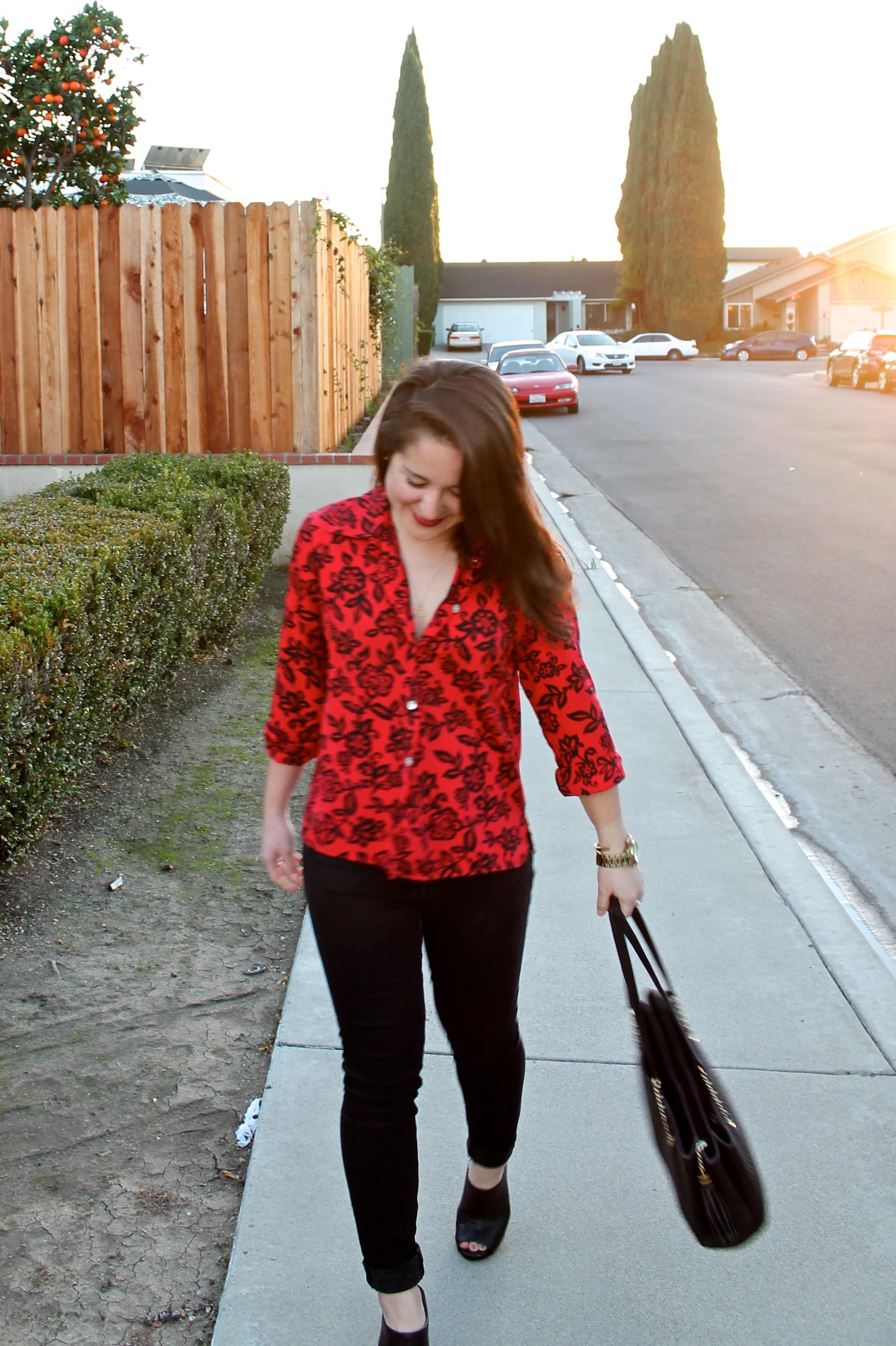 holiday #outfit idea: vintage blouse + black denim + black mules
