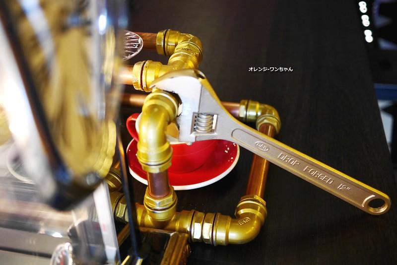 16017310310 d9d5870a53 c - LOVE PEACE CAFE │西屯區:超華麗工業風咖啡空間~黑白條紋店貓COOPER假日當家~還有老闆單人製作美麗拉花特調咖啡加精緻限量手作甜點