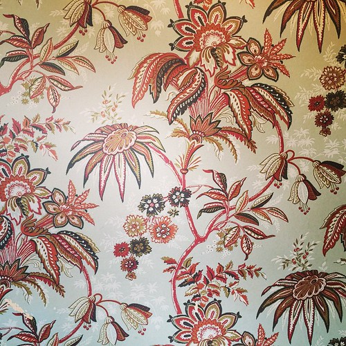 Totally smitten with this wallpaper.
