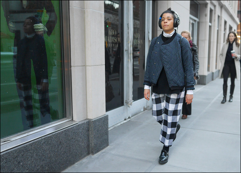 SS1-15  13w black and white buffalo plaid pants black creepers black quilted jacket large head phones
