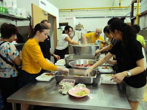 Makin Island and 11th MEU Crewmembers Volunteer at Singapore Soup Kitchen