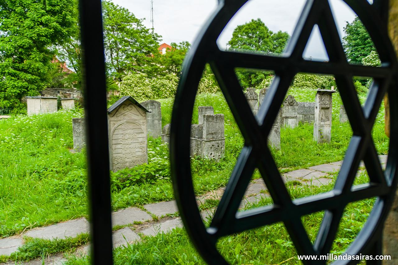 Cementerio de Remuh