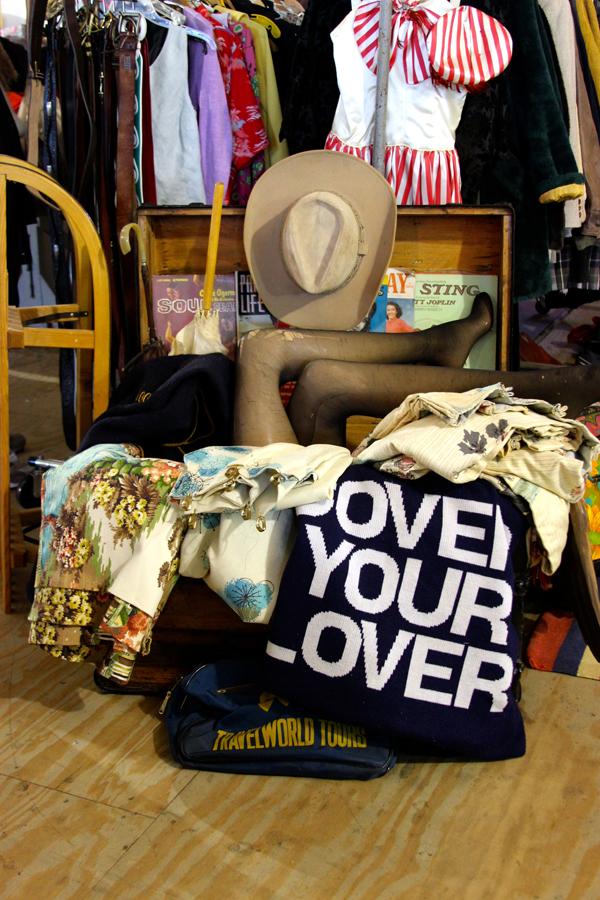 sowa vintage market trunk