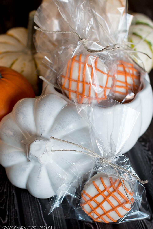 White Chocolate Covered Pumpkin Spice OREOs