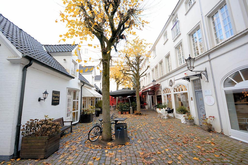 3778 Historischer Hinterhof Mit Geschaften Restaurant In