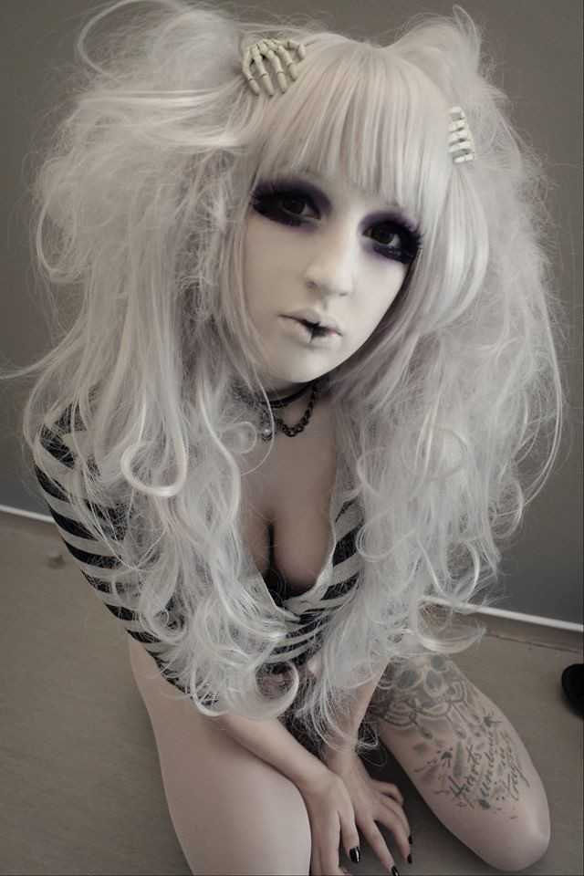 image Sexy emo bunny and her sexy feet toe sucking