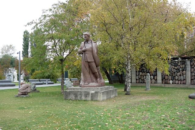 189 - Cementerio de las estatuas caidas