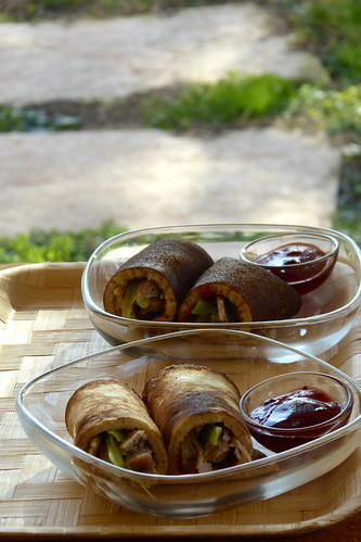 Whole wheat rolls with roasted turkey, leek & red currant